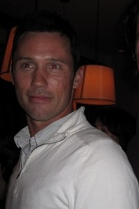 burn-notices-jeffrey-donovan-at-mercedes-benz-star-lounge-after-ed-hardy1