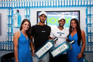 Juan-and-Robert-with-Bombay-Sapphire-models